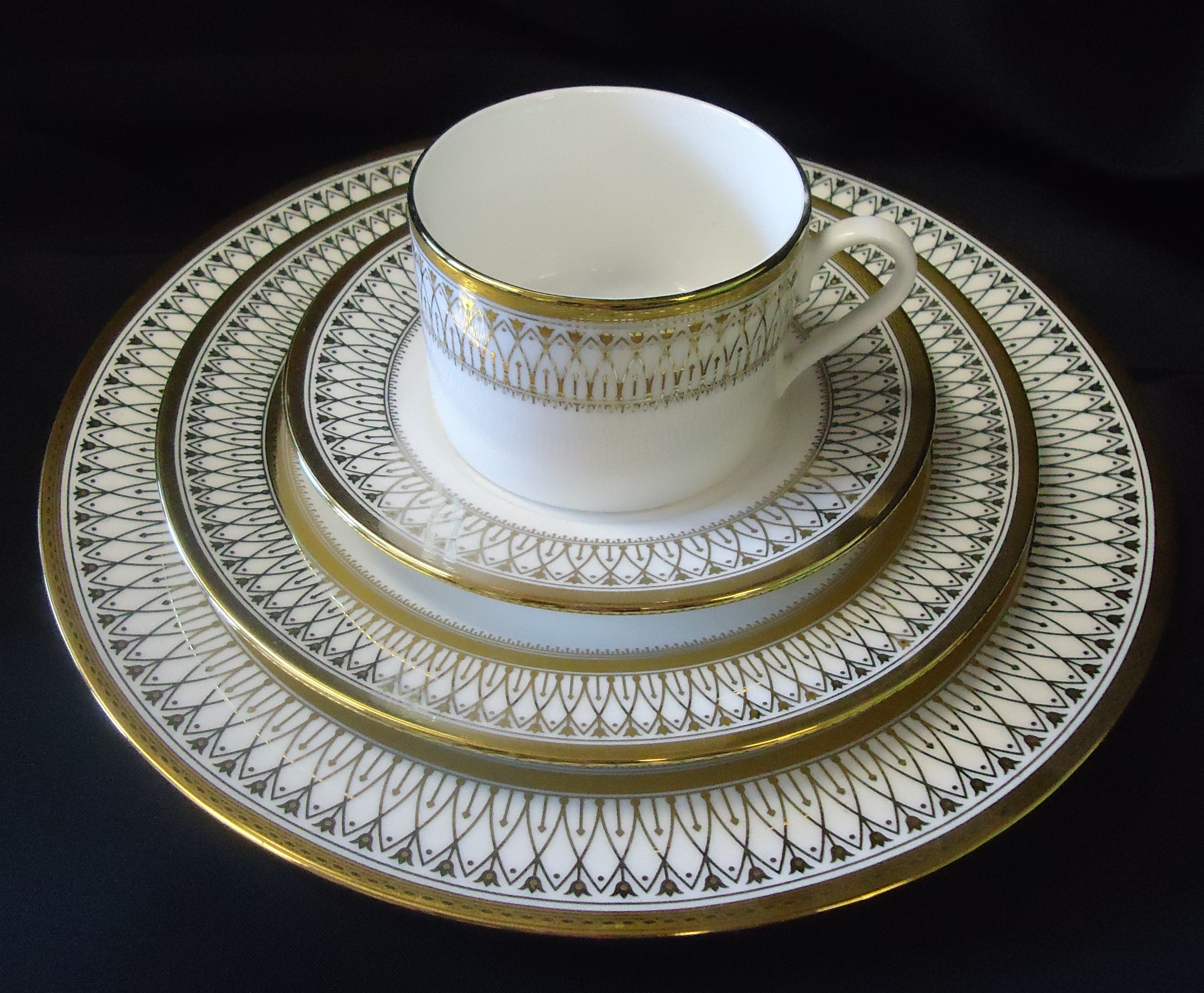 Gold China Pattern 2 Dinner Plate Salad Cup Saucer